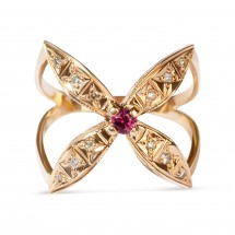 Кольцо с розовым корундом и бриллиантами