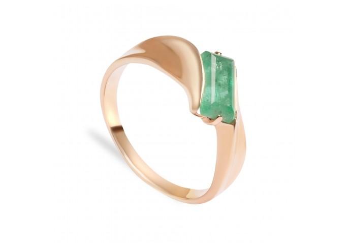 кольцо и изумрудом
